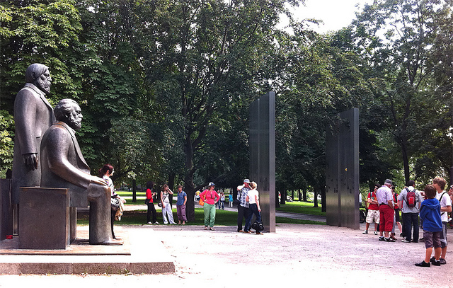 Spomenik Marksu i Engelsu